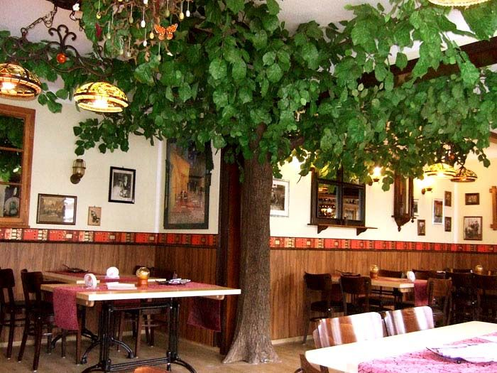 Gastronomie mit kunstbaum dekoration - Gastronomie dekoration ...